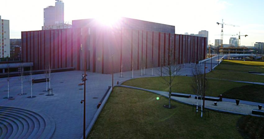 Fotografia przedstawia siedzibę NOSPR w Katowicach, budynek z pułapu kilku metrów, wszelkie prawa zastrzeżone, praca własna.