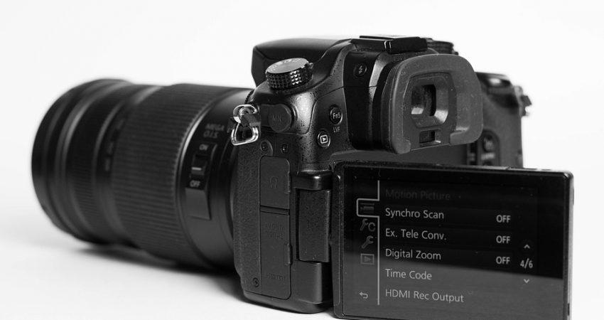 Lustrzanki Canon i Nikon w najwyższy wersjach mają opcję nagrywania 4K, źródło: pixabay.com