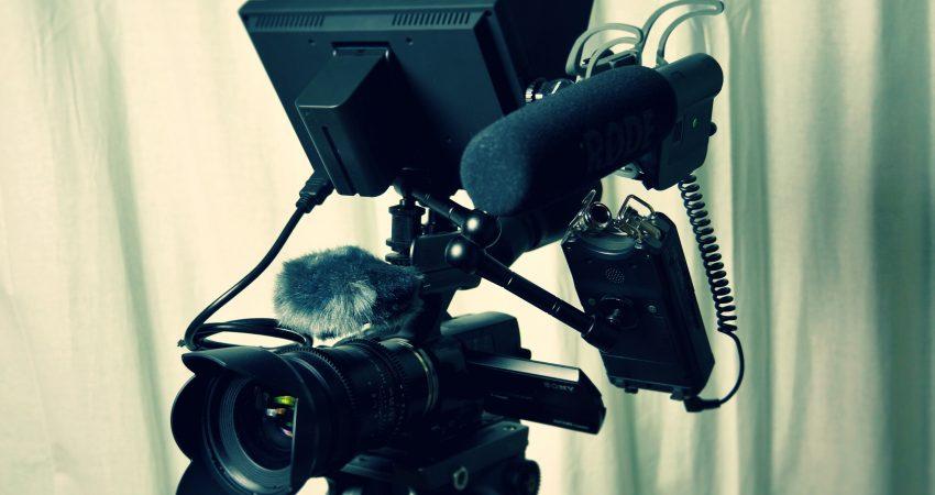 Film egzaminacyjny jest jednym z najpoważniejszych wyzwań wobec jakich stanąłem jako montażysta. Udało się naszemu zespołowi dobrze wybrnąć z tego zadania. grafika: pexels.com/domena publiczna