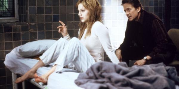 Michael Douglas i Brittany Murphy w głównych rolach w kadrze z filmu, produkcja spod szyldu: 20th Century Fox