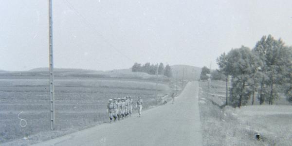 Zdjęcie obrazujące życie obozowe harcerzy 40. lat temu. źródło: archiwa prywatne, cyfryzowane, wszelkie prawa zastrzeżone